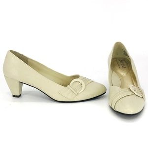 Soft Style Heels Size 7
